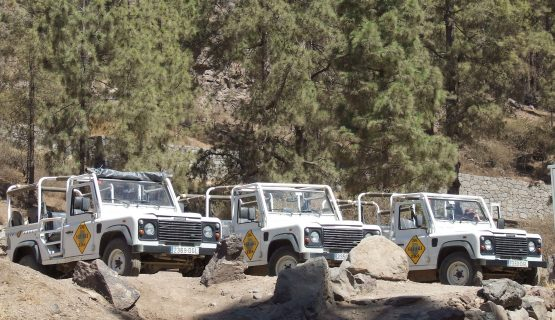 jeeps-parked-up-gran-canaria