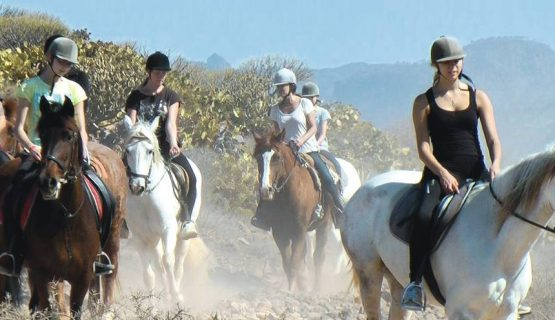 horse-riding-in-the-mountains-gran-canaria