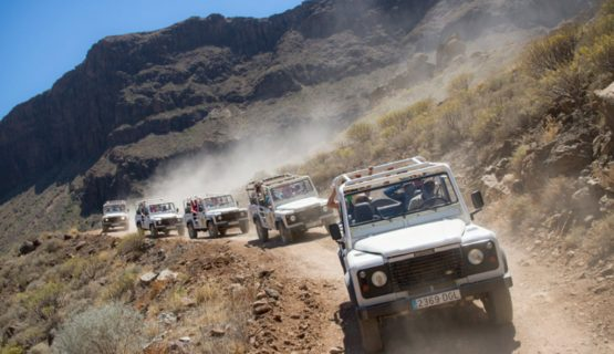 jeep-safari-gran-canaria-on-a-dusty-road