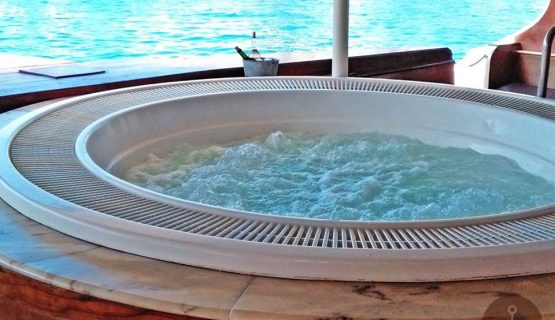 supercat luxury boat with Jacuzzi